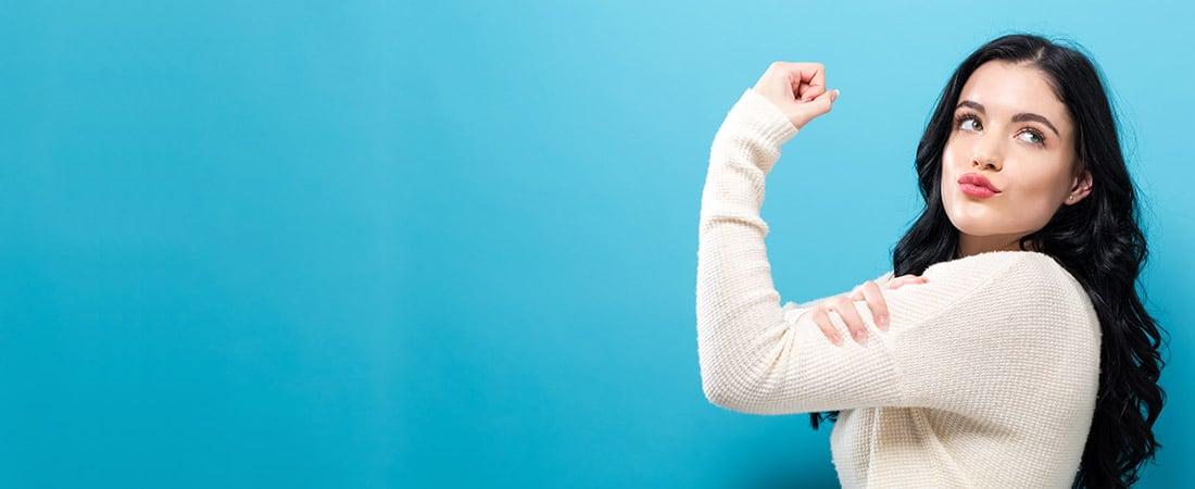 Starke Frau zeigt Bizeps   Selbstbewusstsein stärken   Reset Your Head Audio-Hypnose